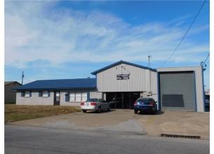 1004  W Maple  AVE  Springdale, Arkansas