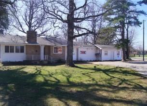 1817  W Huntsville  AVE  Springdale, Arkansas